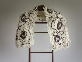 Tørklæde af maskinsyet garn